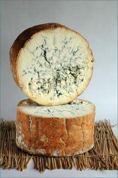 Bleu de Stilton Stilton Cheese, Fromage Cheese, Queso Cheese, Cheese Snacks, Wine Cheese, Cheese Recipes, Gourmet Cheese, English Cheese, French Cheese