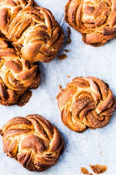 Kanelbullar are incredibly soft and cinnamony Swedish buns that are traditionally eaten for Fika, which is the Swedish coffee break. The dough usually contains a hint of cardamom and is decorated with rock sugar to make it distinctively sweet and the perfect treat for a coffee break. Good Healthy Recipes, Sweet Recipes, Rough Puff Pastry, Thermomix Bread, Shortcrust Pastry, Gluten Free Sweets, Recipe Steps, Latest Recipe, Fika