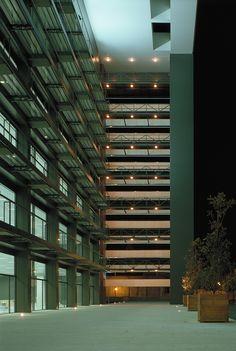 Edificio Crisalis. Sede American Express. Madrid 2001. allende arquitectos. Mención de honor XVI Premios Urbanismo, Arquitectura y Obra Pública, Ayuntamiento de Madrid. Premio Calidad, Arquitectura y Vivienda, Comunidad de Madrid 2003
