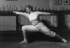 Helene Mayer (1910-1953) Jugadora de esgrima de origen judío que formó parte del equipo nazi en los JJOO de Berlín http://www.mujeresenlahistoria.com/2016/10/helene-mayer.html