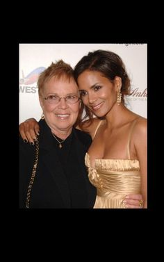 Actress Halle Berry and mom Judith Ann Halle Berry, Kingsman, Daughter Love, Daughters, Black Celebrities, Celebs, Star Family, Cleveland, Black Families