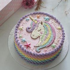 Unicorn meets delicious dessert - Page 41 of 46 - zzzzllee Unicorn Themed Birthday Party, Unicorn Birthday Parties, Unicorn Party, Birthday Cake, Unicorn Pics, Bolo Frozen, Unicorn Cookies, Unicorn Foods, Girl Cakes
