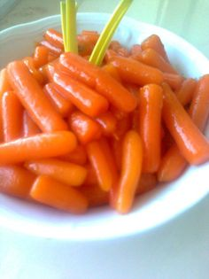 doskonały dodatek do kurczaka w panierce kokosowej  lub bułce tartej. Carrots, Salads, Vegan, Vegetables, Food, Diet, Carrot, Vegetable Recipes, Eten