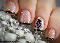 christmas tree nail art designs | Another snowflake theme but this one really pops thanks to the snowman ...