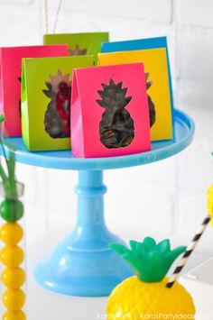 Pineapple themed birthday party via Kara Allen Flamingo Party, Fruit Party, Luau Party, Sweet Sixteen, Hawaian Party, Tropical Party, 1st Birthday Parties, Birthday Ideas, Party Time