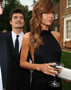 Miranda Kerr and Orlando Bloom. Really like this black dress! love her hair in this too Ombré Hair, Her Hair, Locks, Chestnut Hair, Pretty Hairstyles, Hairstyle Ideas, Pretty People, Amazing People, Hair Inspiration