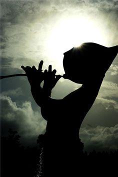 내 몸을 감싸는 바람과...  눈을 감게 하는 빛들은...  행복을 꿈꾸라 말한다...  #해가지는 #허브동산