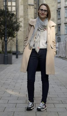 Trend love : Pins & Patches - According to Azra Pin And Patches, Coat, Sweaters, Blog, How To Wear, Jackets, Clothes, Style, Fashion
