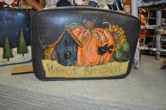Autumn Painting, Tole Painting, Painting On Wood, Fall Paintings, Wood Paintings, Fall Halloween, Halloween Crafts, Halloween Ideas, Painted Suitcase