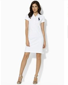 Slim-fitting short-sleeved classic polo dress in breathable and durable cotton mesh.Elongated five-button placket, ribbed polo collar and armbands, ...
