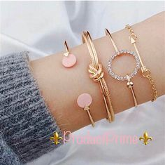 A classy look they won't go out of style, the Stay Chic Bangle Set, is a set that we have in both gold and silver depending on our mood! Cute Jewelry, Body Jewelry, Silver Jewelry, Women Jewelry, Bridal Jewelry, Silver Earrings, Jewelry Wall, Jewelry Logo, Fall Jewelry