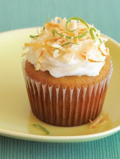 Grain-Free Lime Cupcakes with Vegan Coconut Frosting from Gluten-Free Cupcakes (Dairy-Free, Refined Sugar-Free Recipe) Gluten Free Cupcakes, Gluten Free Desserts, Just Desserts, Delicious Desserts, Yummy Food, Frosting Recipes, Cupcake Recipes, Cupcake Cakes, Dessert Recipes
