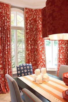 Red Dining Room Curtains Unique Long and Stylish Red toile Curtains for Dining Room Toile Curtains, Dining Room Curtains, Dining Rooms, White Dining Table, Colorful Curtains, Living Room Decor, Interior Design, Vern Yip, Aso