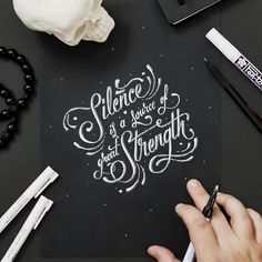 Lettering lettering caligrafia tipografia, tipografía и letras caligrafia Calligraphy Quotes Doodles, Brush Lettering Quotes, Doodle Quotes, Hand Lettering Alphabet, Lettering Styles, Calligraphy Letters, Typography Quotes, Typography Inspiration, Typography Letters