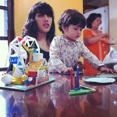 Día de juguetes vintage y tortillas azules