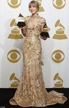 Amazing 2 grammy awards winner Taylor Swift looked stunning at the 2012 Grammy…