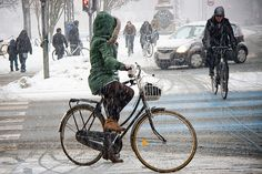 Green and Lean - Cycling in Winter in Copenhagen by Mikael Colville-Andersen, via Flickr  www.copenhagencyclechic.com