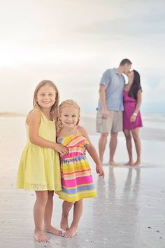 another good example of coordinating outfits :) Christmas Beach Photos, Family Christmas Pictures, Family Beach Pictures, Family Images, Family Pictures, Family Photo Colors, Family Photo Outfits, Family Photo Sessions, Beach Photography