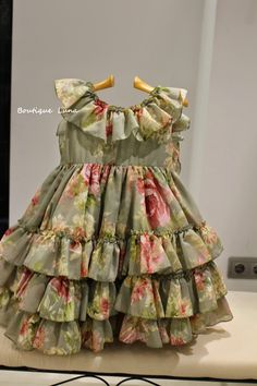 Different types of frocks designs - Simple Craft Ideas Cotton Frocks For Kids, Frocks For Girls, Toddler Girl Dresses, Little Girl Dresses, Baby Girl Frocks, Girls Frock Design, Baby Dress Design, Simple Frock Design, Kids Dress Wear