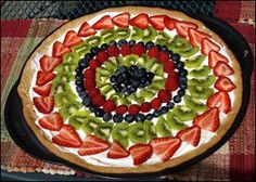 Recipe: Fruit Pizza Slug: fud FOOD10p C  The Blade/Jeremy Wadsworth  Date: 06/10/10  Caption:  Fruit cookie Thursday, 06/10/10, in Toledo, Ohio.