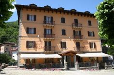 Hotel Appennino -  Piazza Iolanda 21 - Fiumalbo Tel.0536 73124 Multi Story Building, Italy, Mansions, House Styles, Home Decor, Italia, Decoration Home, Manor Houses, Room Decor