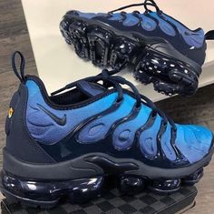 The Nike Air VaporMax Plus looks to the past to propel you into the future. Air Vapormax Plus Black Sizes Sneakers Mode, Sneakers Fashion, Shoes Sneakers, Blue Sneakers, Yeezy Sneakers, Fashion Fashion, Runway Fashion, Shoes Sandals, Fashion Trends