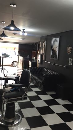 Barbershop 💈 Barber Shop Inspiration- Decor Ideas and Design Buyrite Beauty Salon Equipment Vintage Modern Modern Barber Shop, Best Barber Shop, Barber Shop Interior, Barber Shop Decor, Salon Interior Design, Beauty Salon Decor, Beauty Salon Interior, Andrea Barber, Barbershop Design