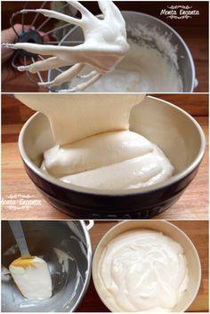 Cobertura de Marshmallow com creme de leite! Super delicada, bem aerada, leve, não muito doce e para lá de gostosa. Dá um 'improve', um 'gostinho de quero mais', naquele bolo rapidinho do dia a dia. Combina super, também, como cobertura de mousse de chocolate, cupcake de nutella, bolos de aniversário, torta doce [&hellip