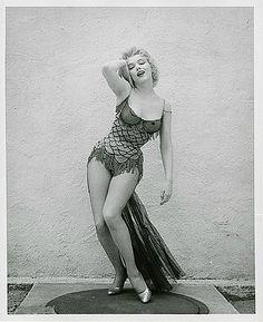 Portraits studio pour Bus Stop scène 2 – – Divine Marilyn Monroe Estilo Marilyn Monroe, Norma Jean Marilyn Monroe, Marilyn Monroe Photos, Lauren Bacall, Vintage Hollywood, Hollywood Glamour, Portrait Studio, Actrices Hollywood, Female Actresses