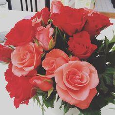 Доброе утро! Всем любви в сердце Мы благодарим вас за то что читаете наш инстаграм и просто за то что вы есть! Пусть эти цветы поднимут ваше настроение Улыбнитесьпожалуйста! #красотавнутринас #цветы#today  #17komnat #love #люблюяэтодело #люблюлюблю #такприятно #благодарю #instadaily #instaphoto #flowers #одинразвгоду#instahome #instadecor #instadesign#flowerstagram #flowersofinstagram #flowerslovers #красота