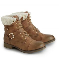 Casual and so comfy, these army style boots, with a cosy borg lining