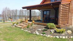 Zapraszamy do uroczego białego domu znajdującego się nad jeziorem Limajno, gdzie okolica zachęca pięknymi krajobrazami i wspaniałą przyrodą. W naszym domu nie tylko