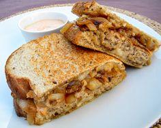 a lovin' forkful: Turkey Patty Melts Turkey Patty Melt Recipe, Slider Sandwiches, Sammy, Good Food, Yummy Food, Delicious Recipes, Patty Melts, Cheat Meal, Easy Weeknight Meals