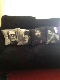 Home Design: cool decorative pillows featuring old horror films. I want to do this with my fav bands Home Design: cool decorative pillows featuring old horror films. I want to do this with my fav bands Home Design, Horror Decor, Goth Home, Spooky House, Classic Horror Movies, Classic Monsters, Vintage Horror, Gothic House, Decoration Design