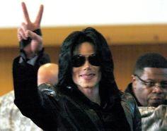 Give A Smile Projects zu Ehren von Michael Jackson - King of Pop - The Artist