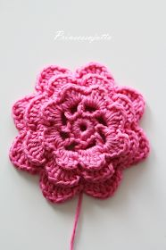 Prinsessajuttu: Toivepostaus: Virkattu kosmetiikkapussi, OHJE Princess Stories, Four Leaf Clover, Crochet Crafts, Crochet Ideas, Three Kids, Crochet Flowers, Handicraft, Cosmetic Bag, Crochet Necklace