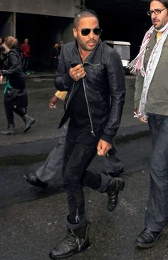 Lenny Kravitz Photos - Stars arrive for the Lanvin ready-to-wear fashion show.Paicture shows: Lenny Kravitz. - Celebs at the Lanvin Fashion Show Lenny Kravitz, Best Street Style, Fashion Show, Mens Fashion, Style Fashion, All Black Fashion, Men's Leather Jacket, How To Pose, Attractive Men