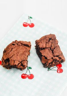 The world's best chocolate brownies / Chokolade brownies Delicious Cake Recipes, Yummy Cakes, Sweet Recipes, Beste Brownies, Mint Brownies, Homemade Sweets, Danish Food, Big Cakes, Sweets Cake