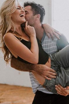 Most Popular and Cute Couple Poses for Your Amazing Love Story ★ See more: http://glaminati.com/popular-couple-poses/