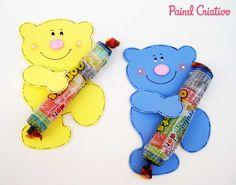 lembrancinha dia das criancas eva ursinho porta pirulito escola artesanato painel criativo 5 Diy Pencil Case, Bear Crafts, Classroom Rules, Kokeshi Dolls, Gift Bags, Flower Art, Winnie The Pooh, Smurfs, Paper Crafts