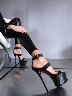 Red High Heels, High Heels Stilettos, High Heel Boots, Black Pumps, Hot Heels, Sexy Heels, Red Bottom Shoes, Christian Louboutin Outlet, Killer Heels