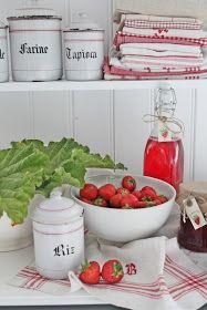 VIBEKE DESIGN: Rabarbra og jordbærsaft