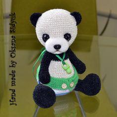 Малыш - панда с сосочкой
