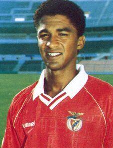 """GRANDES NOMES VALDO """" O Mágico """" """"(...)o Benfica é como um filho que deixei para trás e no qual penso imensas vezes. Por isso é eno..."""
