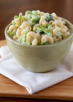 "Broccoli & white cheddar mac & cheese: a ""healthy"" version of everyone's favorite comfort food.I have made this and it is yummy! Think Food, I Love Food, Food For Thought, Cheddar Mac And Cheese, White Cheddar, Mac Cheese, Cheese Food, Broccoli Cheddar, Broccoli Pasta"
