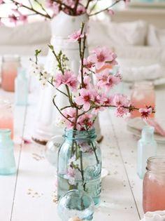tischdeko hochzeit ideen zweige marmeladengläser kirschen pfirsichblüten