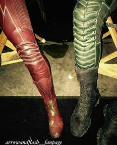 Stephen Amell And Grant Gustin Show Off Their Arrow And Flash Legs Arrow Cw, Team Arrow, Supergirl Dc, Supergirl And Flash, Robinson Crusoe, Bruce Timm, Justice League, Series Dc, The Flash Grant Gustin