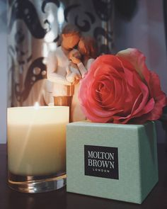 """""""Relaxing with @moltonbrown Their candles are absolutely divine. #moltonbrown #fashsquad #candle #livingroom #homebeauty #momlife #motherhood #metime…"""""""