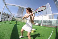 TENNIS – Sport, Charm and Art Experience créditos: Ali Karakas Tennis Racket, Ali, Charmed, Sport, Events, Ant