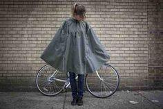 cleverhood poncho - perfect for winter cycling in oregon Cycle Chic, Bike Rain Gear, Diy Evening Bags, Biking In The Rain, Rain Cape, Ethical Fashion, Womens Fashion, Bike Style, Rain Wear